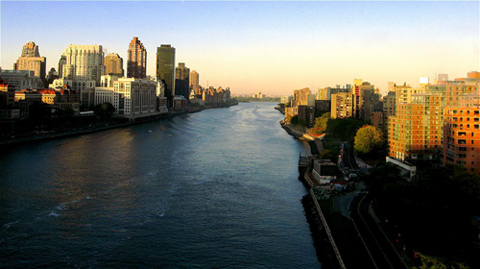 East River, manhattan and roosevelt island by Susan NYC http://www.flickr.com/photos/en321/268241619/